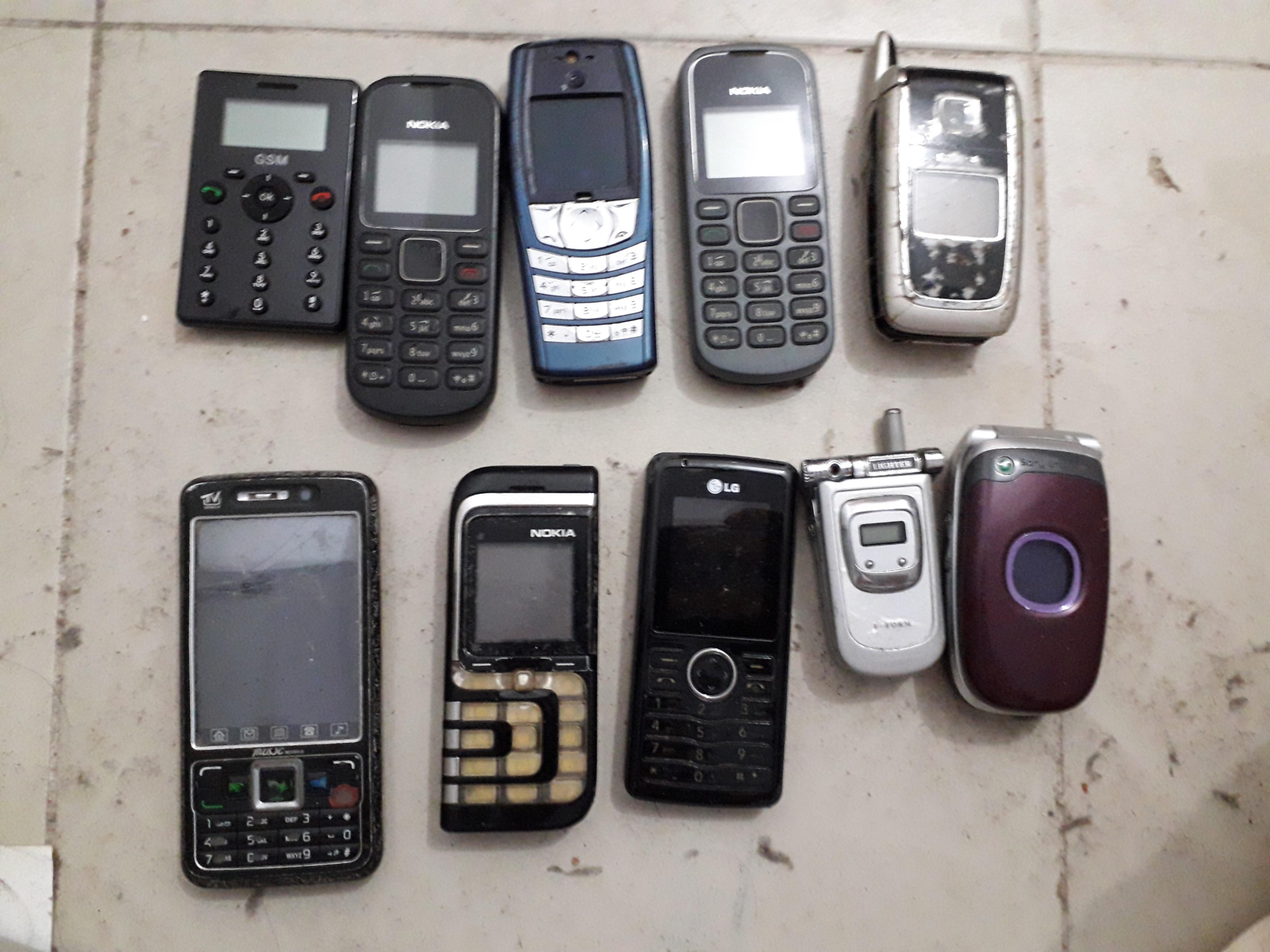 Old phone, Mobile Phones & Tablets, Others on Carousell
