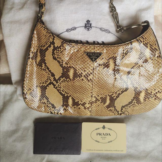bddb9317e4febd Prada Semitracolla Pitone Trend Roccia, Women's Fashion on Carousell