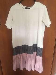 Casual dress with pleated skirt skirt