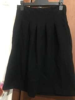 Witchery Black pleated skirt