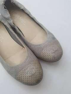 Chanel gray canvas captoe ballet flats