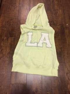 La sleeveless sweater