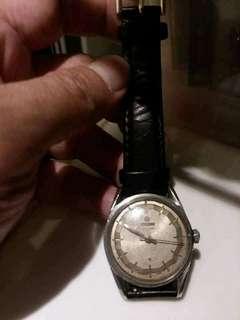 梅花錶 Titoni 用手上鏈操作正常。錶面大約3cm