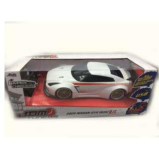 JDM Tuners 1:16 scale 2009 Nissan GT-R Radio Control Car (White) - 2.4 Ghz Hyper Chargers