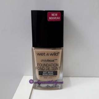 Wet n Wild Photofocus Foundation in Soft Beige (light medium). 30ml.