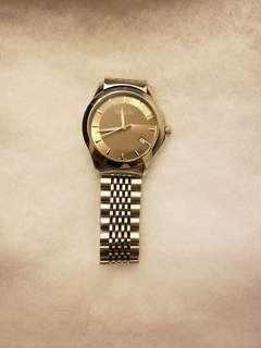 Gorgeous Gucci Watch with Classic Gucci Gold Face