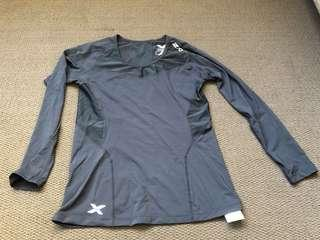 2xu black long sleeve top