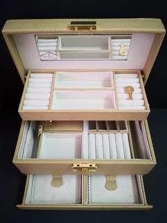 Vca jewelry box