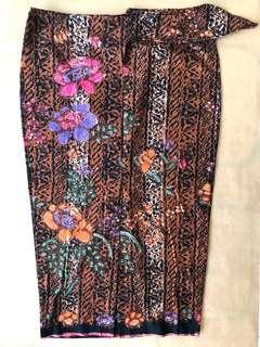 (L) Traditional blockprint vertical 3/4 floral batik skirt