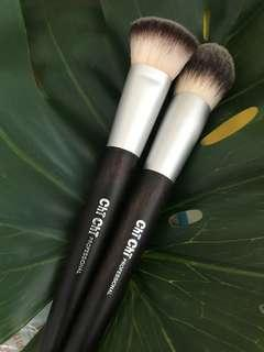 Chi chi brushes #DeclutterWithFatin
