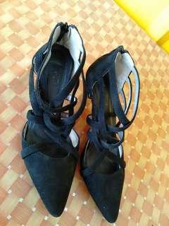 JRep heels