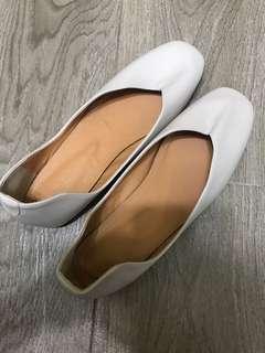 米白色全新平底鞋