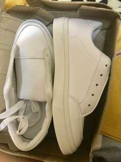 Brandnew white shoes/sneakers