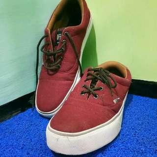 Sepatu Vans Maroon