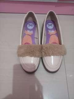 Sepatu little tings size 38