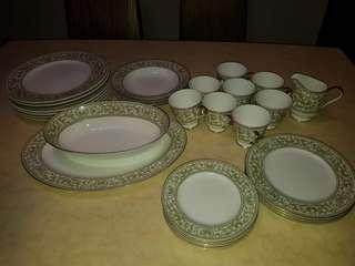 32 piece dinnerware set.