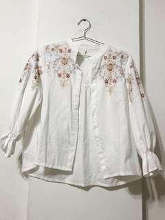 刺繡白襯衫