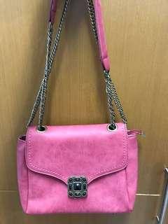 Pink vintage slingbag
