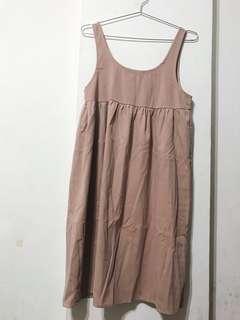 膚粉色洋裝