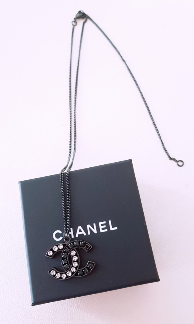 f8d4d936f6b CHANEL Black Necklace (2 way)