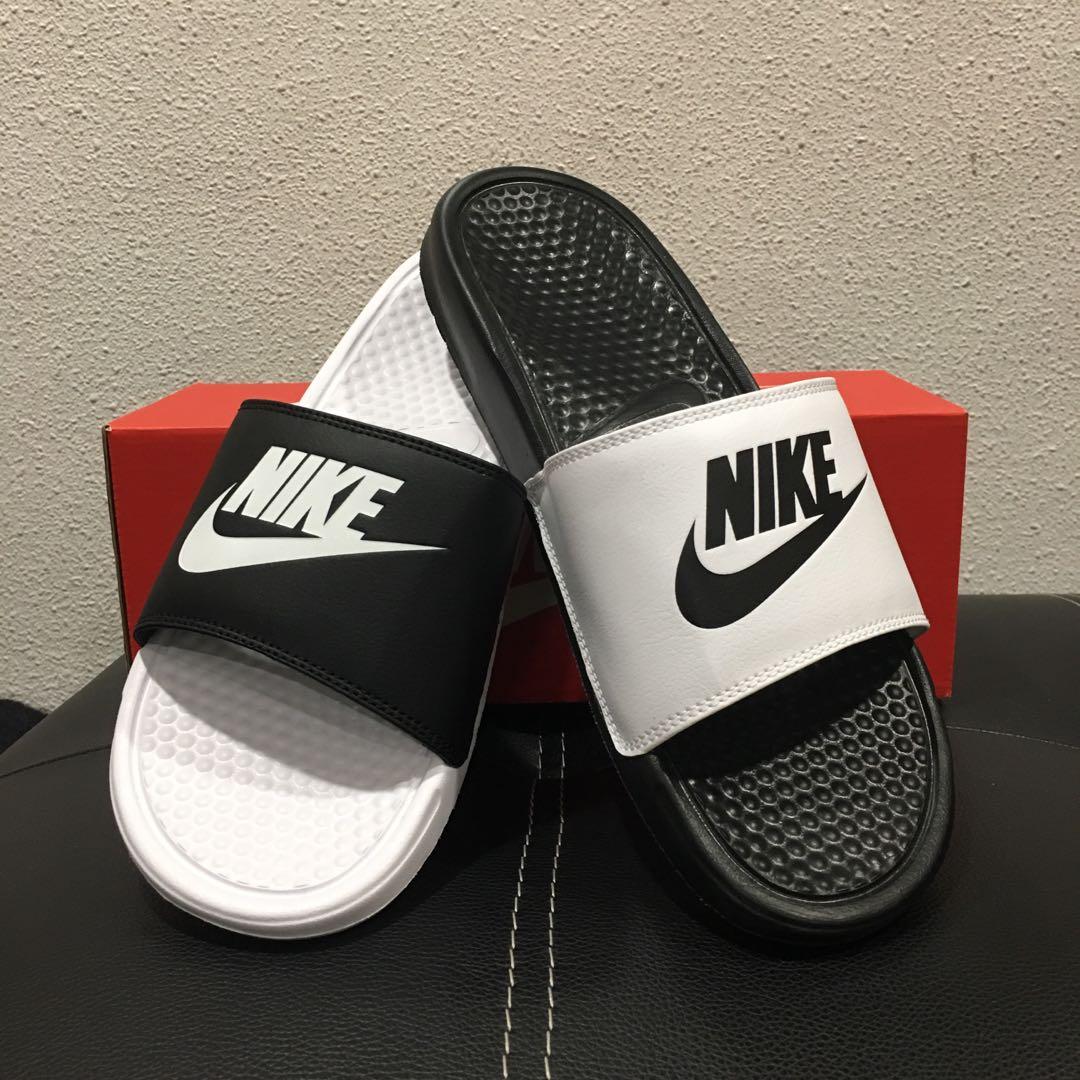 9d2861e5986 Nike Benassi Slides Mismatch