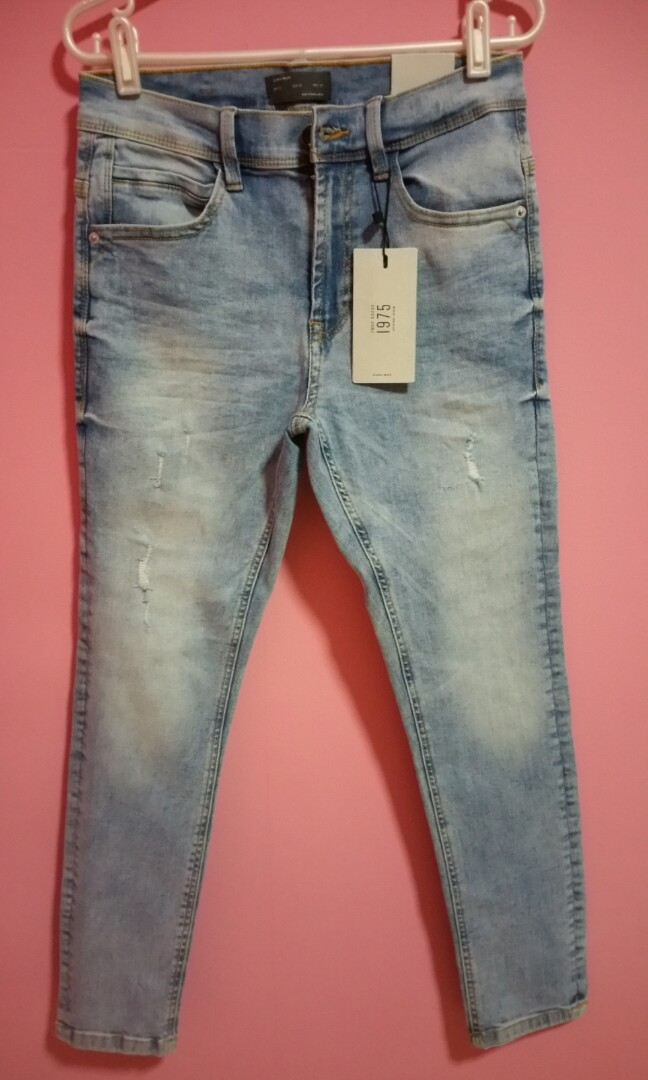 20ff3428 Zara Man Jeans, Men's Fashion, Clothes, Bottoms on Carousell