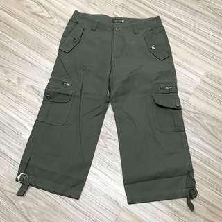 Celana 7/8 warna hijau army. Pinggang 76cm. Panjang celana 74cm