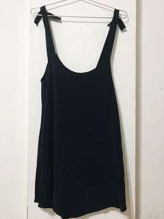 黑絲絨洋裝