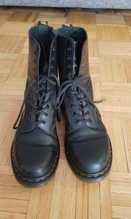 10 eye Doc Martins UK 7