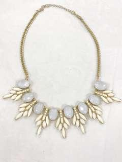 Kalung White gold
