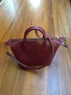🚚 Charles & Keith sling bag