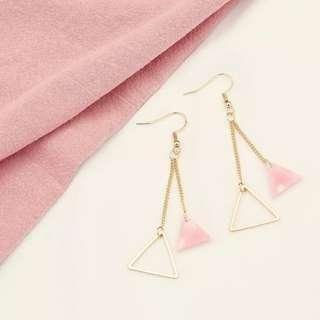 3-02 Beautiful earrings with gold and pink triangle motifs