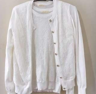 白色上衣和外套(各 $60)
