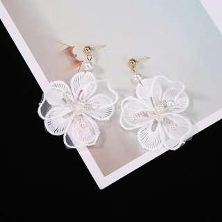 3-01 Beautiful earrings with white flowers motifs pearls beads