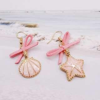 3-04 Beautiful earrings with pink starfish and shell motifs with ribbons gold