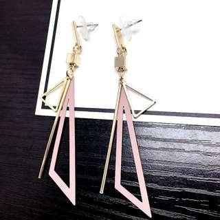 3-06 Beautiful earrings with gold and pink triangle motifs