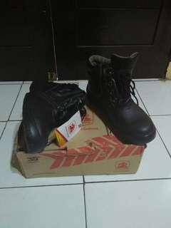 Kinetix unicorn boots