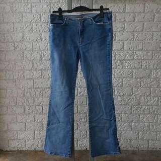 C'EST TOI Women's Low Rise, Comfort Fit, Boot Leg Jeans Waist 33