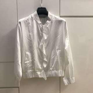 白色長袖薄外套