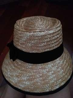 黑蝴蝶草帽 ☘