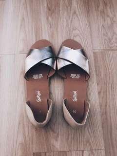 Sportsgirl sandals size 9