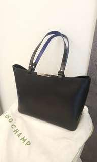 Longchamp like new leather shoulder bag