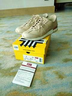 Authentic ONITSUKA Tiger Shoes for Men size 8US