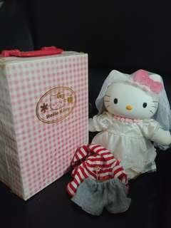 1998年限量Hello Kitty膠換衫公仔另有便服鞋仔