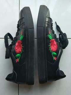 rose embroidery black shoe