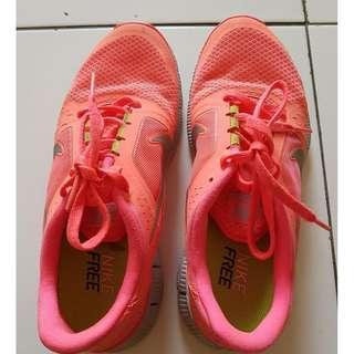 Jual sepatu wanita Merek Nike,