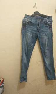 Celana jeans logo size 33