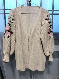 Knitted cardigan with floral
