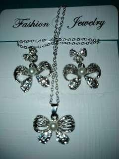 Earrings n necklace