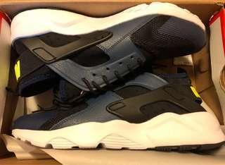 🚚 零碼出清US9.5 NIKE AIR HUARACHE RUN ULTRA武士4代潮鞋運動鞋忍者鞋武士鞋情侶鞋3M反光材質 藍黑